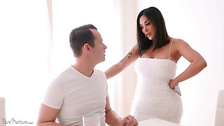 Having a beautiful wife is a dream of everyone. Fuck such wife in HD!